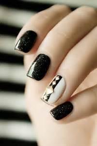 Transit lounge black and white nails sydney abu dhabi