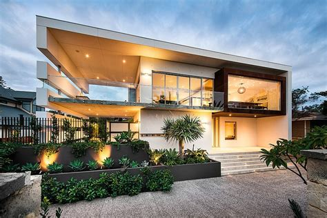 Modern Rectangular House Impresses With A Splendid