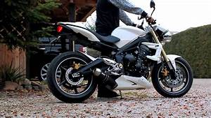 Street Triple 675 : triumph 675 street triple with full 3 1 sc project exhaust no db killer flames youtube ~ Medecine-chirurgie-esthetiques.com Avis de Voitures