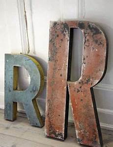 Lettre Metal Vintage : brown blue lettres letters pinterest typographie textes et signes ~ Teatrodelosmanantiales.com Idées de Décoration