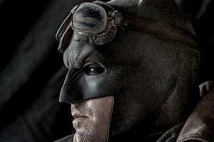 Check out the Dark Knight's desert mask in Batman V ...