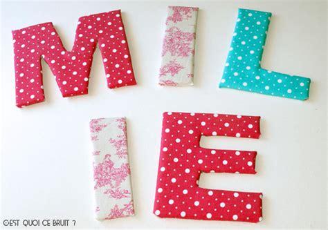 relooker sa chambre diy prénom en grandes lettres décorées de tissu