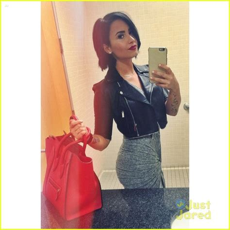 Demi Lovato Bedroom by Demi Lovato Shares Glam Bathroom Selfie During Dinner Out