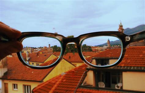 New Omnifocal Glasses Adjust To Focus On What You Re