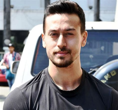 Tiger Shroff Wiki, Age, Height, Girlfriend, Family ...