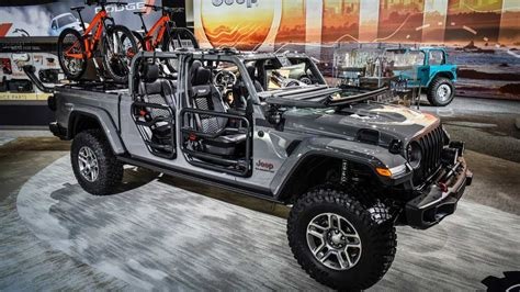 jeep gladiator modified  mopar parts motorcom