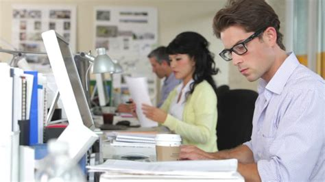 employ馥 de bureau business bureau employé travailler etre assis hd stock 322 535 989 framepool rightsmith stock footage