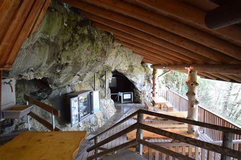 hoehleneingang kristallhoehle kobelwald