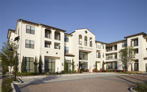 the luxury apartments at amli on riverside in irving