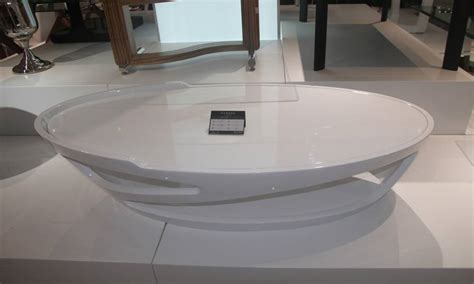 canape blanc cuir design table basse oval en laqué blanc marily lecoindesign