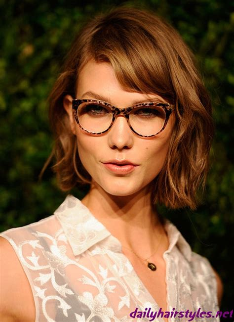 Karlie Kloss Short Chestnut Color Hair Beauty Wavy Bob
