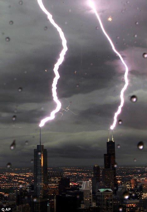lightning strikes willis tower  trump tower  chicago