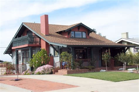 Porches can be simple entryway covers, full or partial, sheltered and even screened or glass enclosed. American Craftsman - Wikipedia