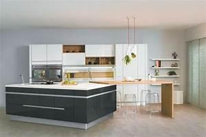 cuisine americaine des idees pour un amenagement ouvert With meuble bar pour cuisine ouverte 7 cuisine noire et bois un espace moderne et intrigant