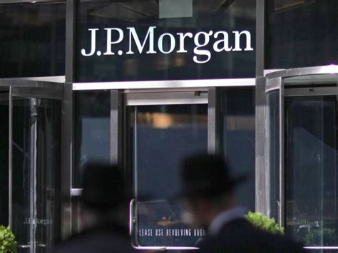 J.p. Morgan's Aum Drops 5% Over Year; Net Outflows Total