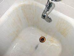 clean   porcelain enamel bathtub  sink