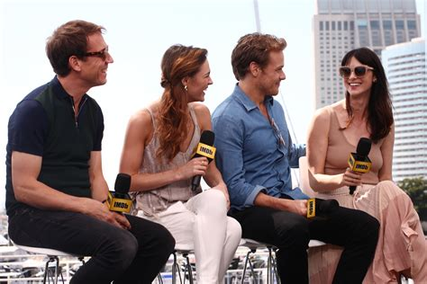tobias menzies en couple new hq pics of the cast of outlander at sdcc day 2 press
