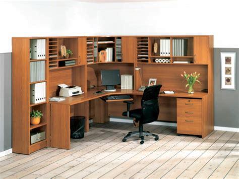 bureau grand le bureau en bois massif est une classique qui ne se