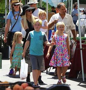 Tori Spelling at the Farmer's Market with kids Stella ...