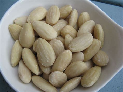 how to blanch file blanched almonds jpg wikimedia commons