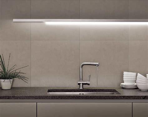 piastrelle senza fuga il paraschizzi o schienale della cucina architetto