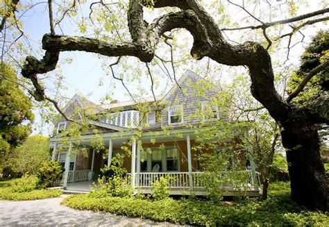 Grey Gardens Address by Grey Gardens Estate In East Hton Up For Rent