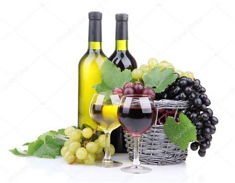 disegni di bicchieri bottiglie e bicchieri di e uva nel cesto isolato su