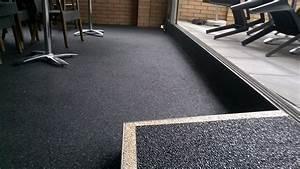 Bodenbelag Außenbereich Frostsicher : steinteppich der fugenlose bodenbelag f r den innen und aussenbereich ~ Sanjose-hotels-ca.com Haus und Dekorationen