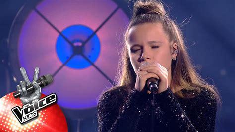 Emma dans the voice kids 5 sur tf1, le 19 octobre 2018. Emma - 'Million Years Ago'   Topfinale   The Voice Kids   VTM - YouTube