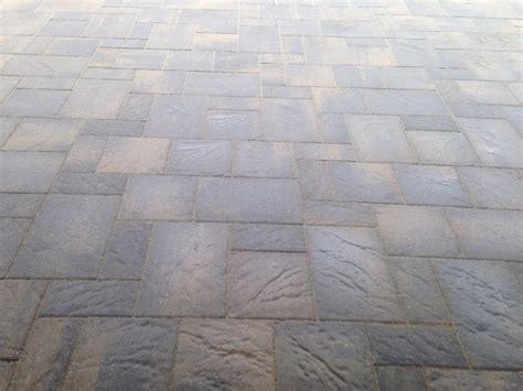 showroom romanesque interlock tile
