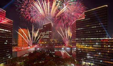 tree lighting thanksgiving fireworks 365 houston