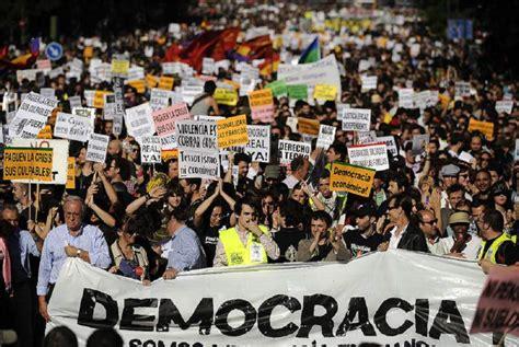 Es una democracia representativa, es decir no es una democracia. ¿Es posible la paz?: ¿Qué es para usted la democracia?