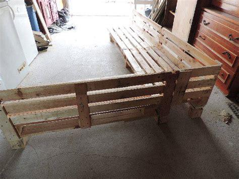 fabriquer canap d angle en palette canapé de jardin en palettes guide astuces