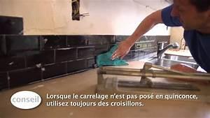 Comment Couper Carrelage Deja Posé : carreler un dosseret de cuisine vid o bricolage gamma youtube ~ Melissatoandfro.com Idées de Décoration