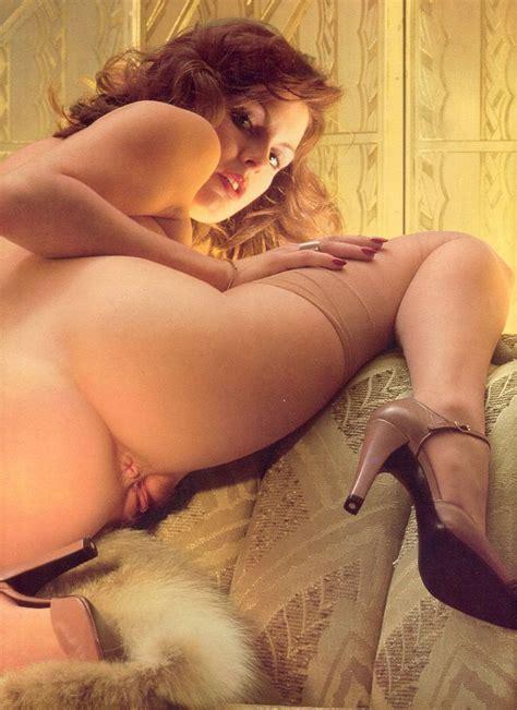 Hot Ass Retro Brunette Looking Back From Retrosexchicks Com
