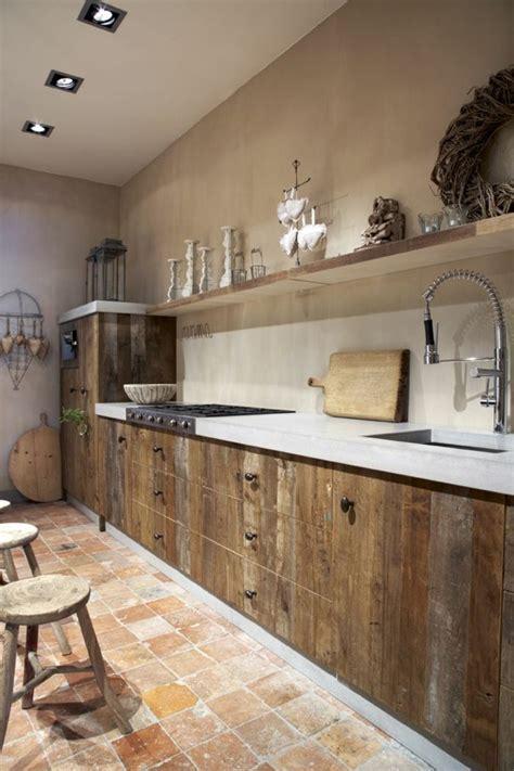 meuble cuisine en bois brut la cuisine en bois massif en beaucoup de photos meuble