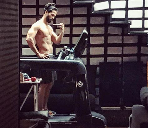 Shahid Kapoor Sexy Shirtless Selifes Are Everything