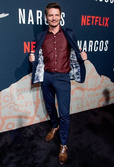pedro pascal height weight body measurements shoe size