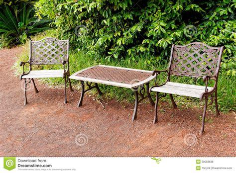 chaises et table en m 233 tal dans le style ancien photo stock image 50058638