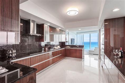 cuisine design luxe appartement de luxe avec vue sur l eau situé sur la