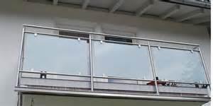 balkon aus glas franzsischer balkon aus glas montage sichtschutz aus bambus