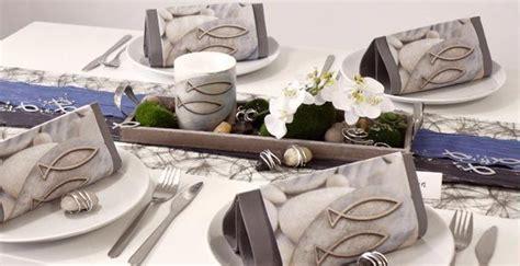Tischdeko Türkis Grau by Moderne Tischdekoration Mit Fischen In Grau Und Blau Bei