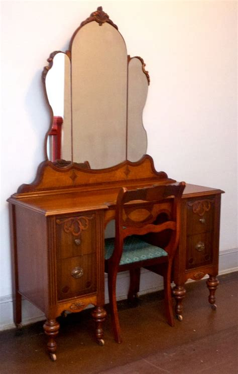 Best Chair For Vanity by 25 Best Antique Makeup Vanities Trending Ideas On