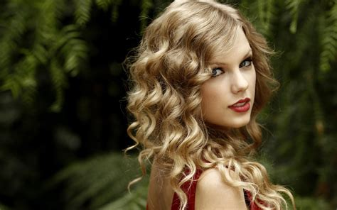 Top 10 Taylor Swift Hot Hairstyles