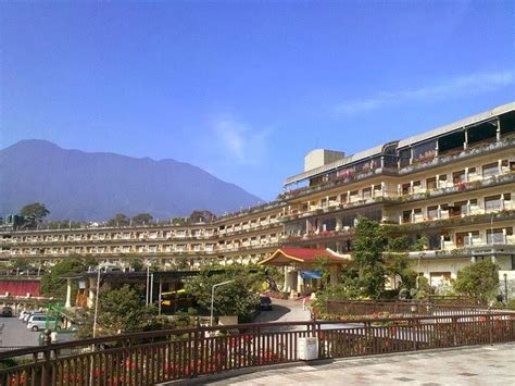 seruni hotel  wajib dikunjungi  puncak bogor