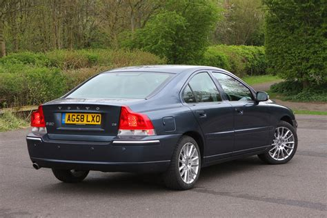 volvo  saloon review   parkers