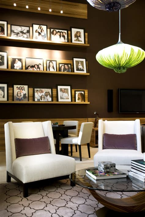 designing home displaying family photographs