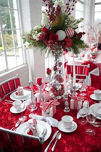 34 Gorgeous Christmas Tablescapes And Centerpiece Ideas