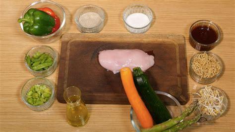 comment cuisiner avec un wok comment réaliser un wok la recette en vidéo ici