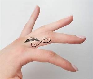 Finger Tattoo Symbole : 26 infinity symbol tattoos on fingers ~ Frokenaadalensverden.com Haus und Dekorationen